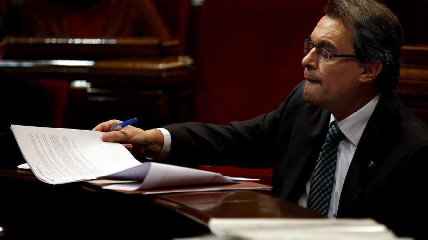 Mas y Rajoy dejan pasar el tiempo sin molestarse a celebrar una reunión.