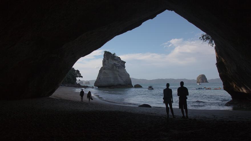 Cathedral Cove, una de las muchas maravillas naturales de la Isla Norte de Nueva Zelanda. russellstreet