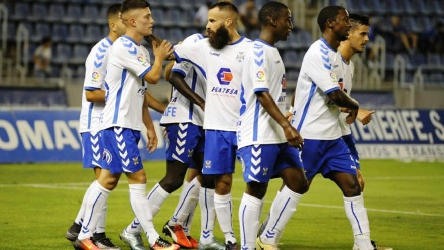 Los jugadores del CD Tenerife celebran el gol de Cristo González (WWW.CLUBDEPORTIVOTENERIFE.ES)