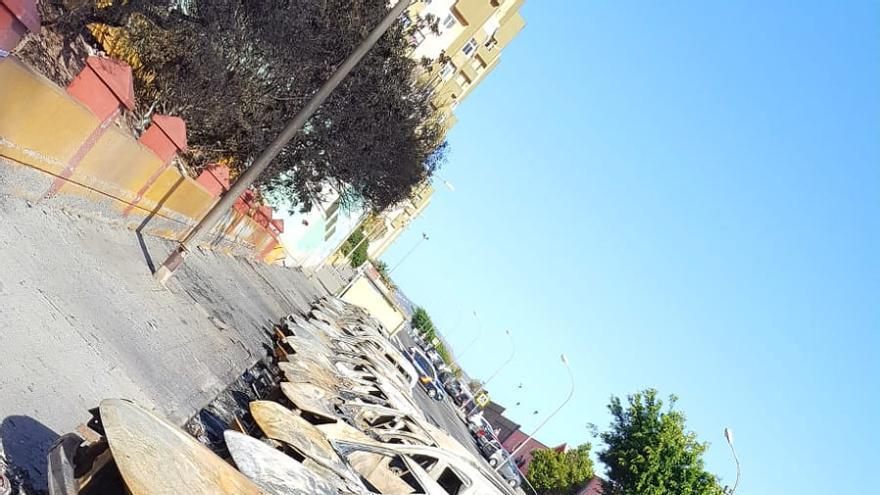 Vehículos calcinados en Jinámar