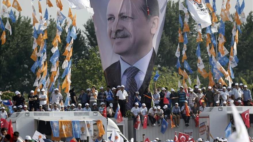 La revuelta turca se mantiene en la calle pese al desalojo de Taksim y Gezi