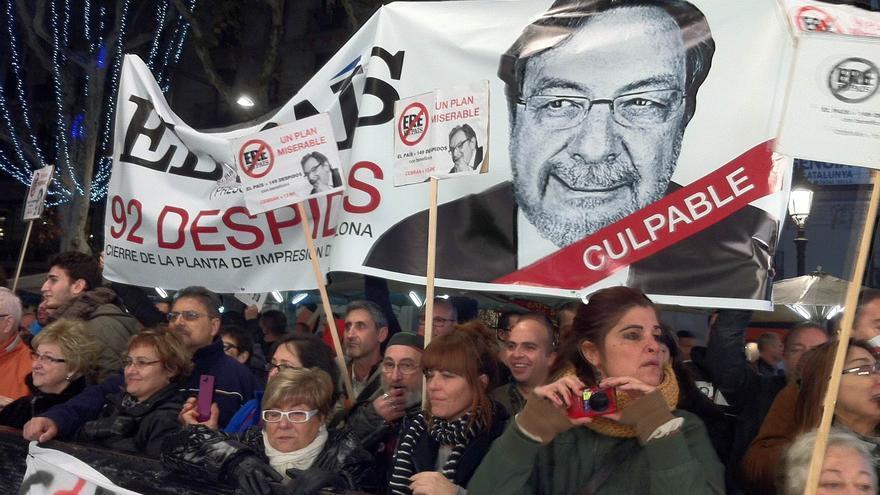 Protesta contra el ERE de El País en los premios Ondas en Barceloan en 2012.