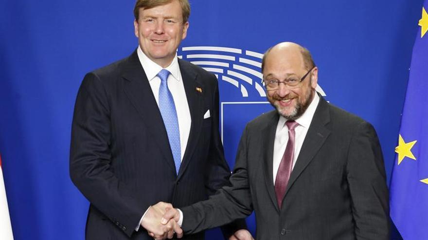 Schulz quiere que Reino Unido siga en la UE no solo como miembro sino como líder