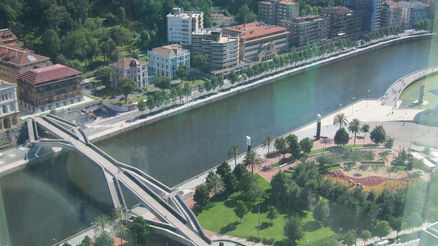 Ayuntamiento de Bilbao anuncia análiticas en la ría, que serán realizadas por el Departamento de Salud