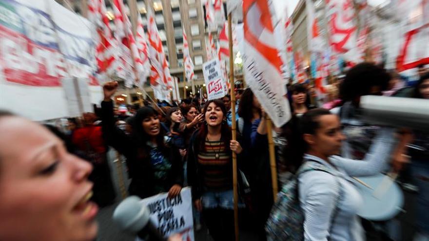 """Los argentinos renuevan el reclamo de """"ni una menos"""" ante el caso de una joven asesinada"""