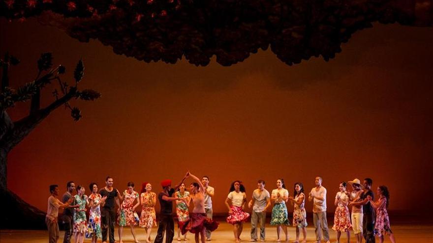 Los bailarines de la CND, de nuevo a vueltas con su salario y horas extras