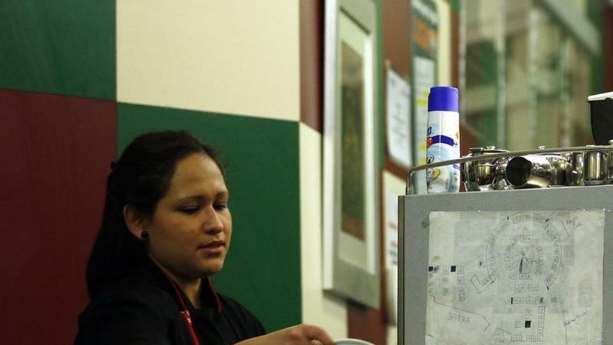 El 90,5% de las mujeres que trabajan en Cantabria lo hacen en el sector servicios