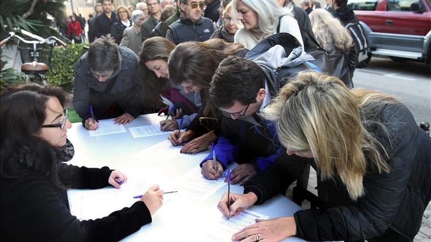 Los Mossos detienen a cinco personas por asaltar un local del 9N en Girona