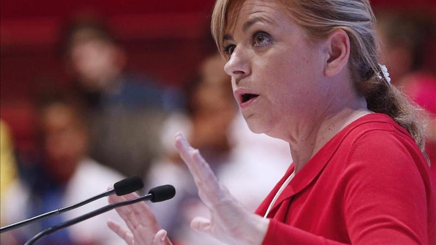 El PP aventaja en más de cinco puntos al PSOE, pero los dos pierden apoyos, según el CIS
