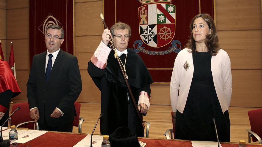 Interrumpen al consejero en el acto de inicio del curso universitario en Castilla-La Mancha
