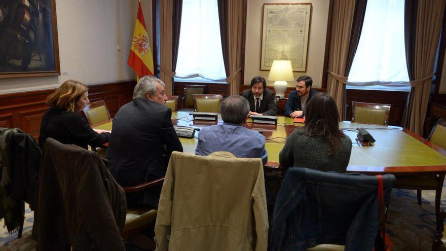 Reunión entre Unidos Podemos, CCOO y UGT.