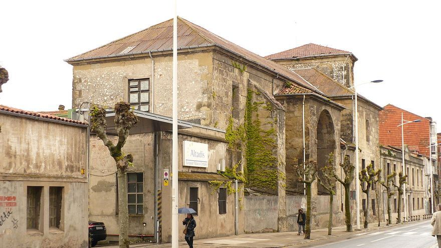 Fachada del antiguo Convento de Santa Cruz | L' IRLANDÉS