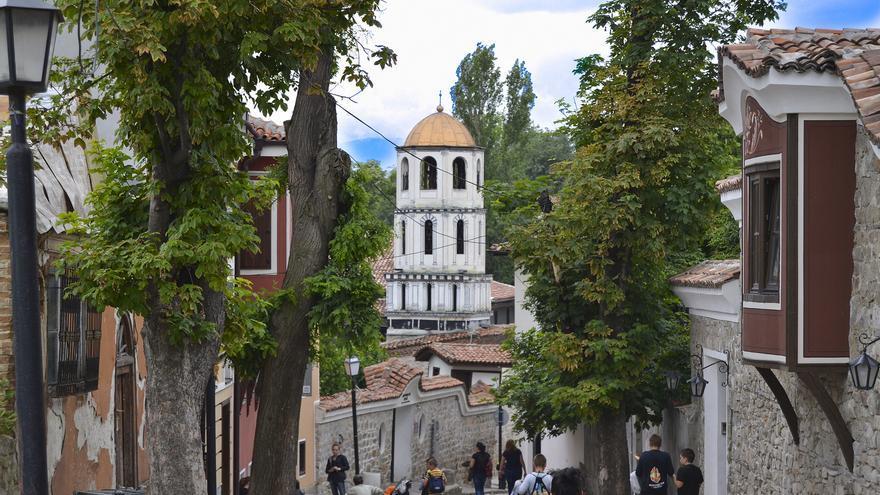 Calles de la ciudad vieja. Las cuestas adoquinadas y los viejos edificios barrocos marcan este sector de Plovdiv. Ilia Markov
