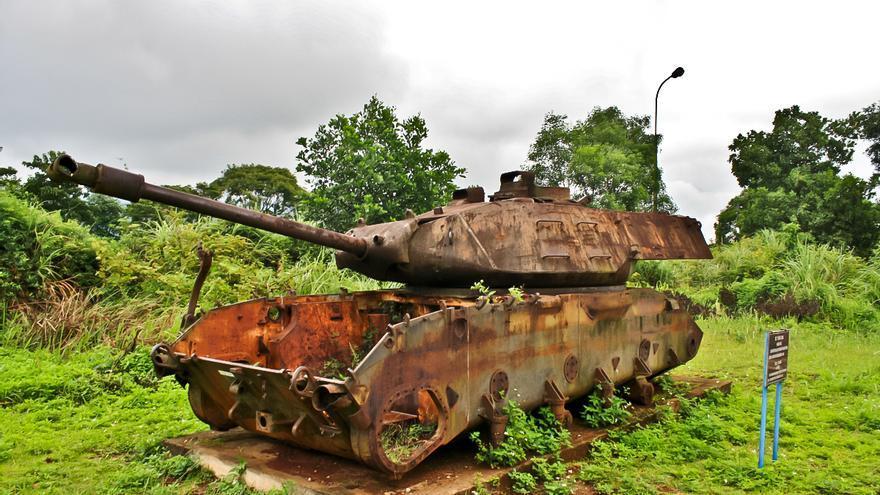 Restos de un carro de combate en la ex base norteamericana de Khe Sanh, en Vietnam.