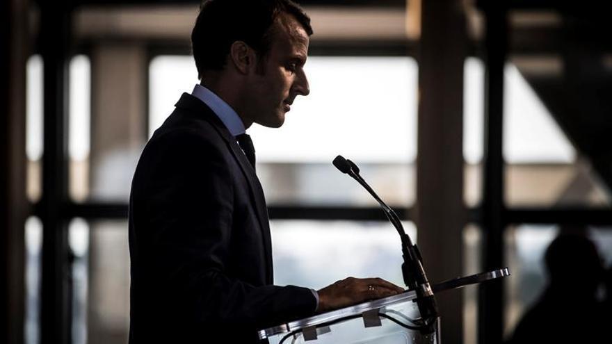 Macron se planteará si es candidato presidencial cuando llegue el momento