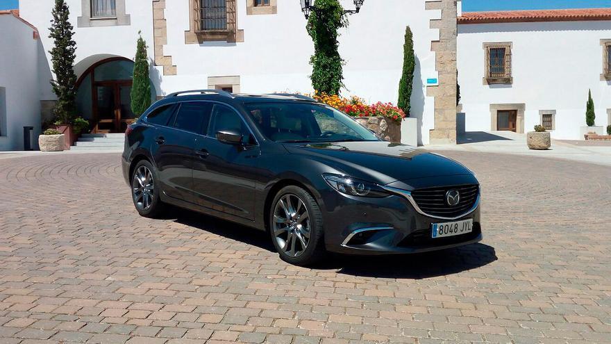 El Mazda 6 introduce nuevos retrovisores exteriores con intermitentes incorporados.