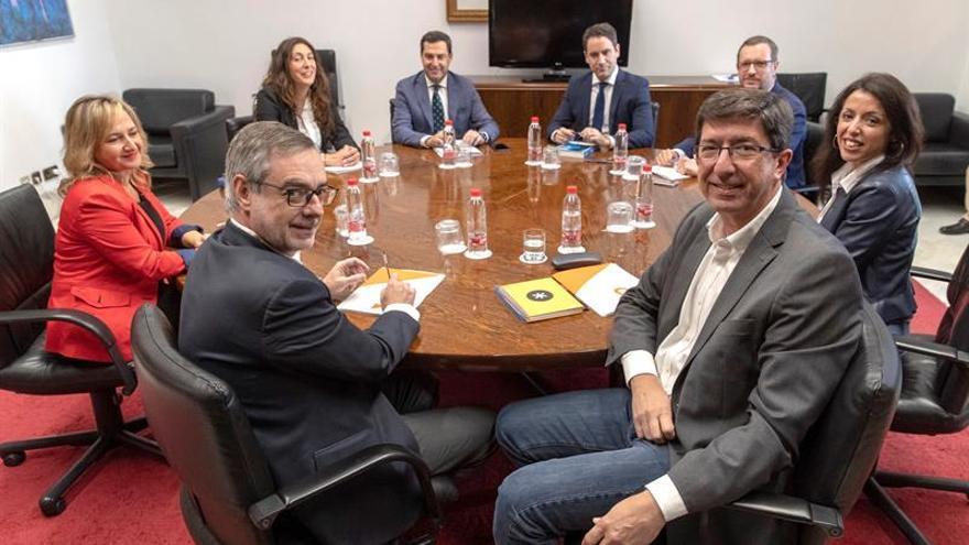 Juanma Moreno (PP) confirma un acuerdo programático con Cs en Andalucía