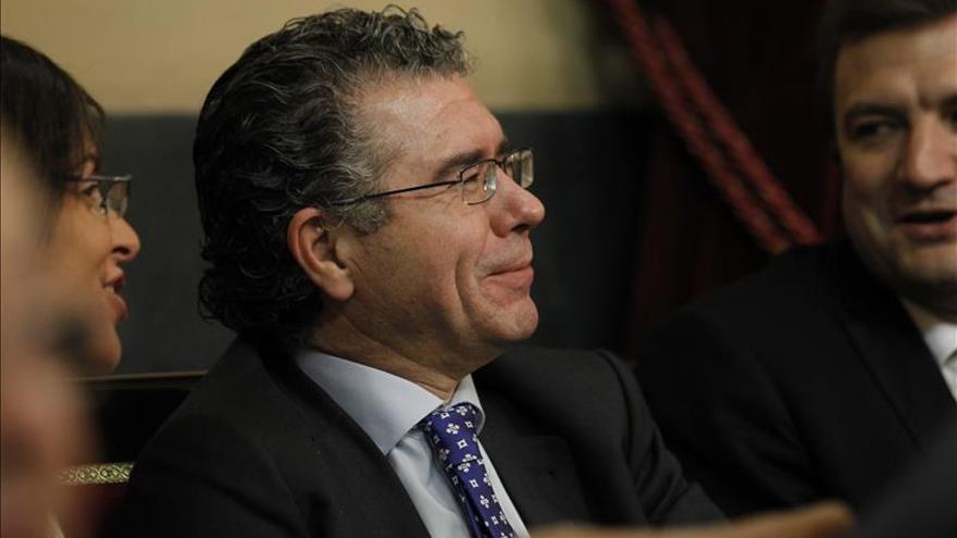 Granados prometió que su mujer aprobaría al hijo del exjuez decano de Madrid