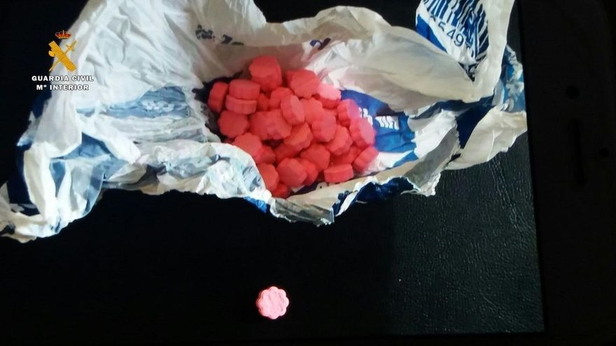 Detenido cuando transportaba 59 pastillas de éxtasis de color rosa con el holograma de 'Chupa Chups'