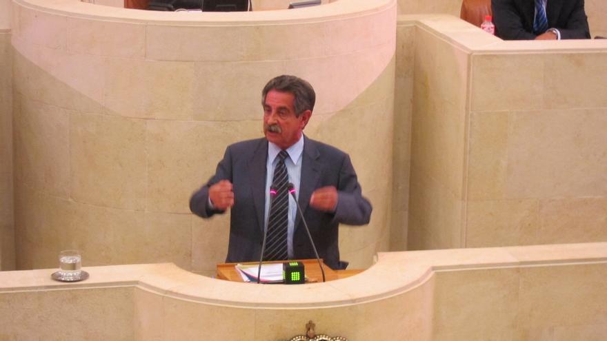 Preguntas a Revilla sobre la demora de los presupuestos y las declaraciones del comité de Ecomasa, en el Pleno