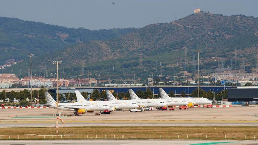 Vueling cancela 46 vuelos previstos mañana en El Prat por la huelga de Iberia