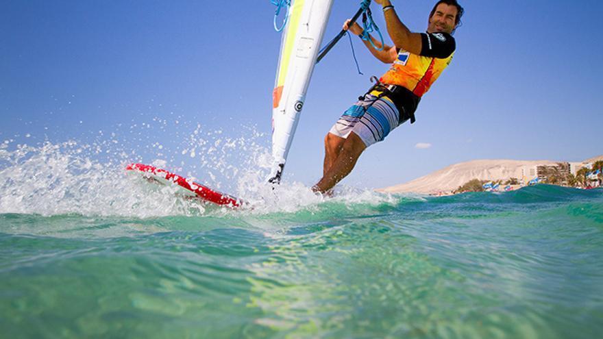 El francés Antoine Albeau repite como ganador absoluto del Campeonato del Mundo de Windsurfing de Fuerteventura. (Organización).