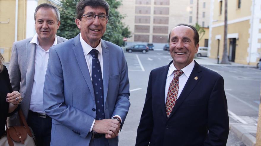Andrés Semper, diputado de Ciudadanos por Almería en el Parlamento andaluz, junto al vicepresidente y líder de su grupo, Juan Marín.