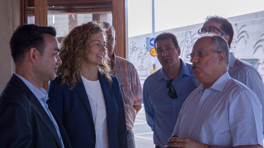 Un instante de la visita de la consejera de Obras Públicas a La Gomera