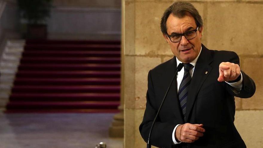 Un juez contencioso con 8 años de carrera completa la sala que juzgará a Mas
