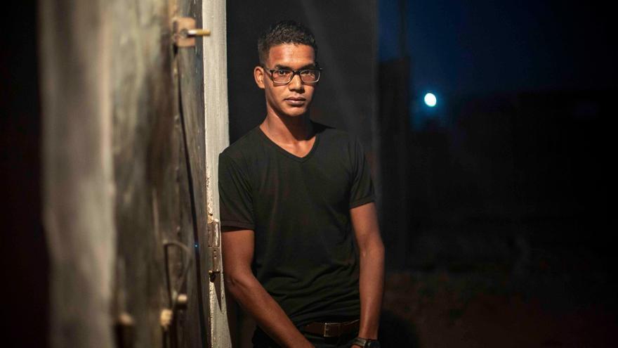 El joven que pasaba los veranos en un pueblo asturiano y ahora combate en la guerra saharaui: Solo quiero una vida normal