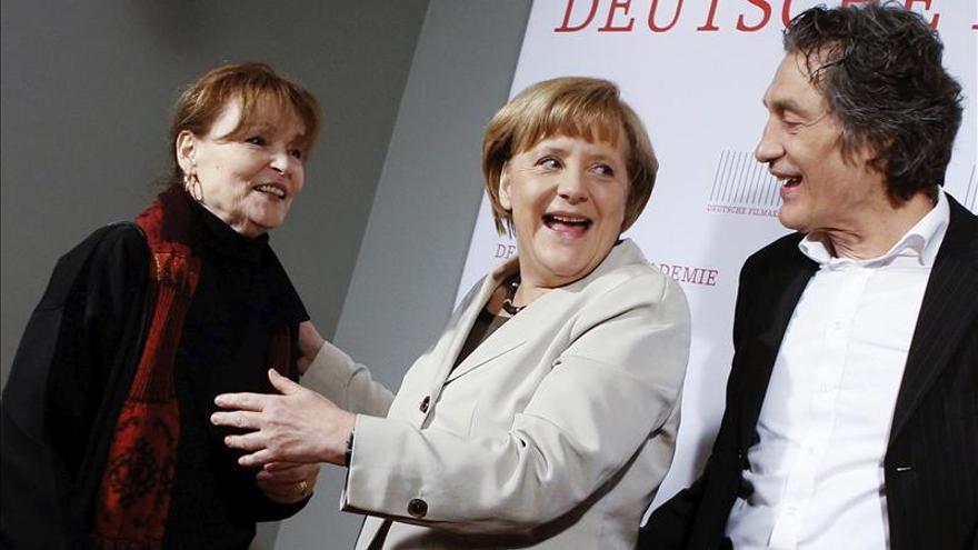 El pasado salpica a Merkel en plena ofensiva por mostrar su lado más humano