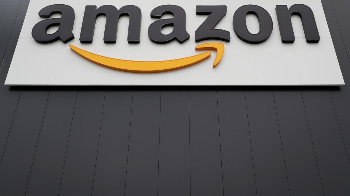 Vista del logotipo de la multinacional estadounidense del comercio electrónico Amazon. EFE/Friedemann Vogel/Archivo