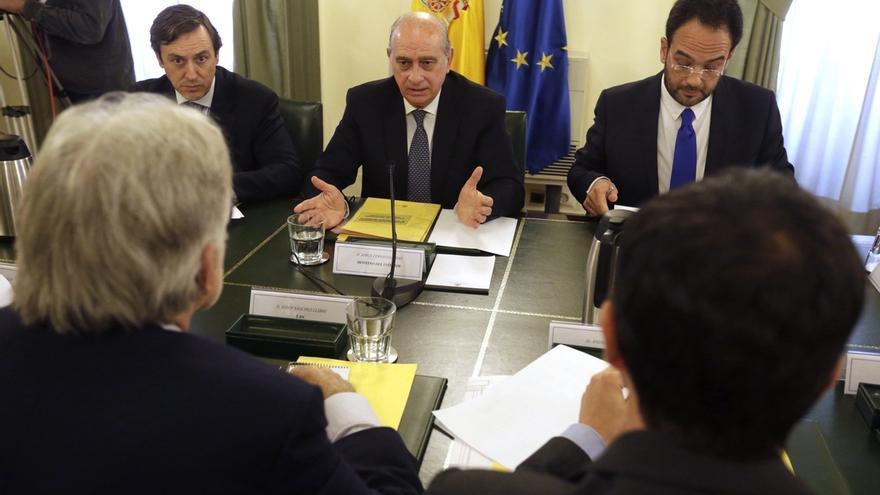 """El Gobierno afirma que """"compartirá"""" con los partidos del pacto antiyihadista la petición que haga Francia"""