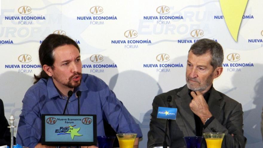 El líder de Podemos, Pablo Iglesias, junto al general Julio Rodríguez en el Nueva Economía Forum