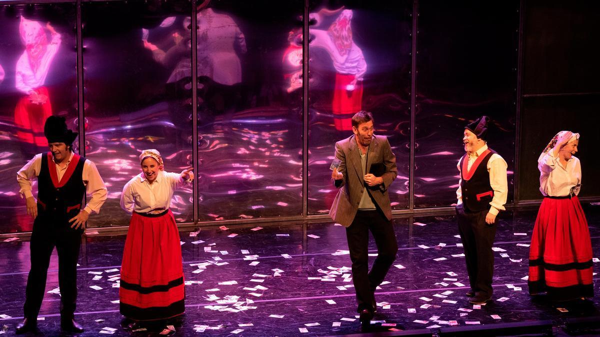Una escena de la versión teatral de Fariña en Matadero
