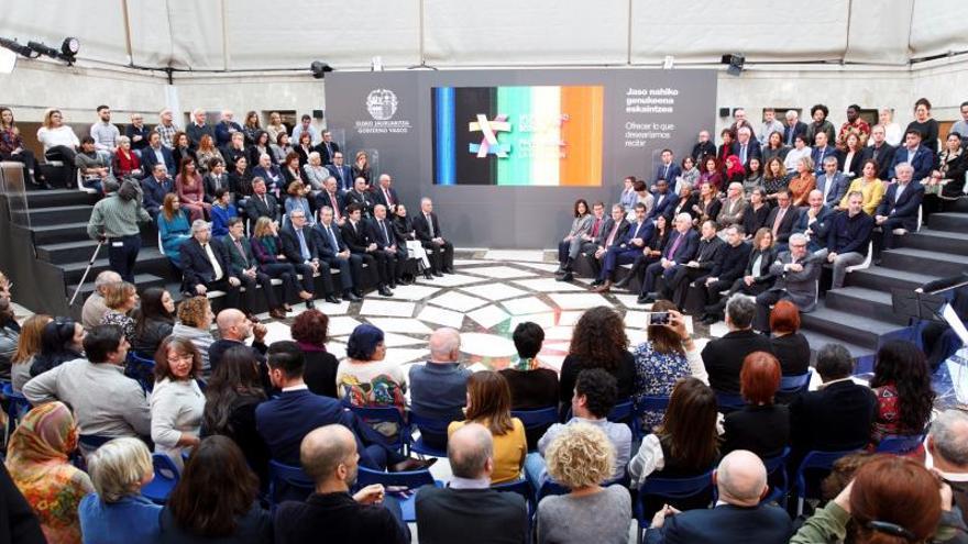 Euskadi suscribe un pacto por la unidad social y política ante la migración