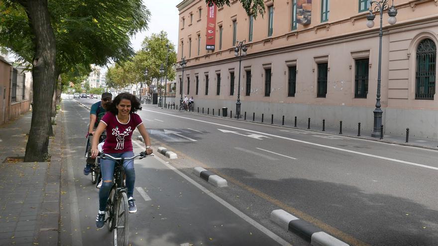 Dos usuarios del anillo ciclista