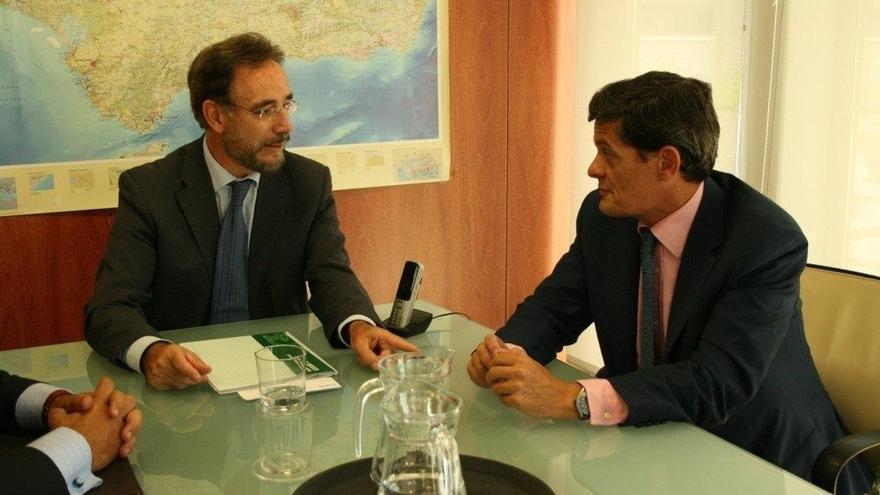 Junta y Sareb promoverán un convenio para el uso temporal y en alquiler de las viviendas de la sociedad en Andalucía