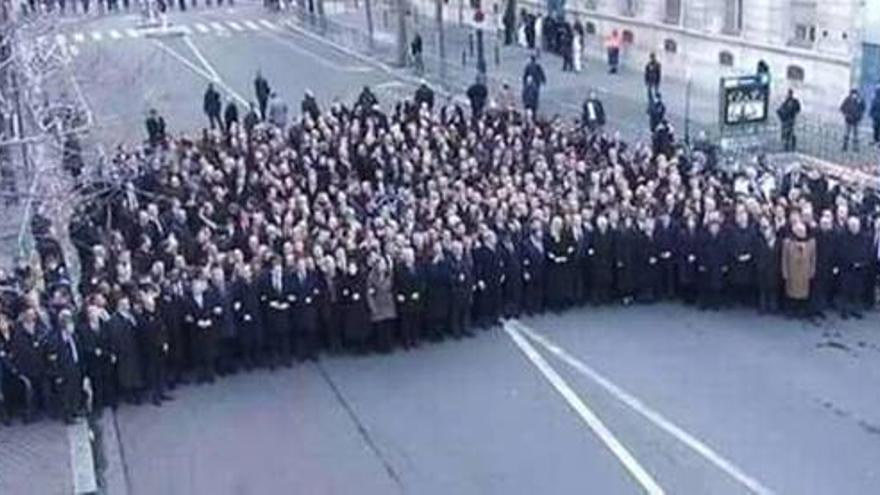 Líderes mundiales encabezando la manifestación de París