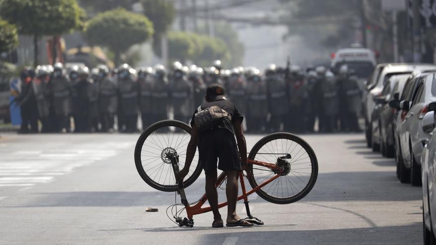 Los birmanos desafían en la calle la represión policial y las detenciones