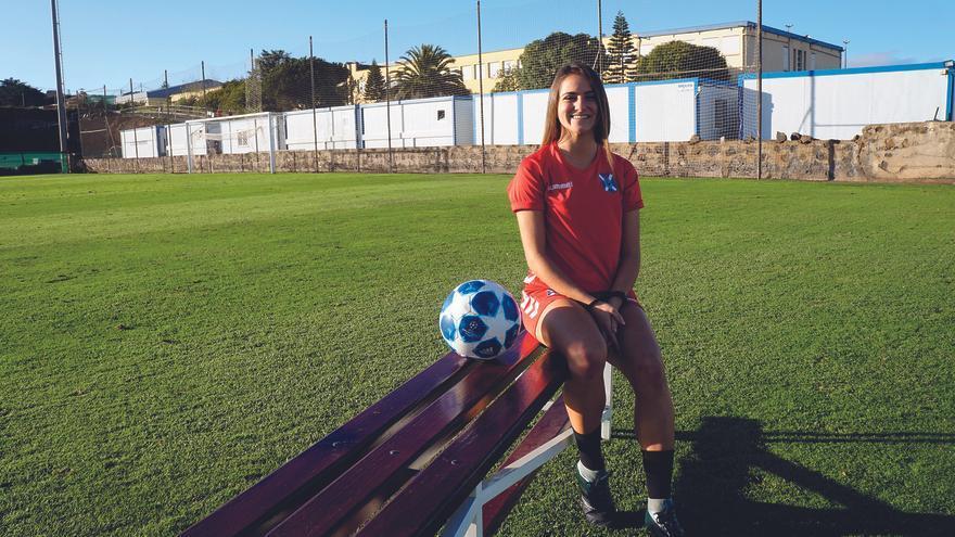 Ivi Fernández, jugadora del CD Tenerife.