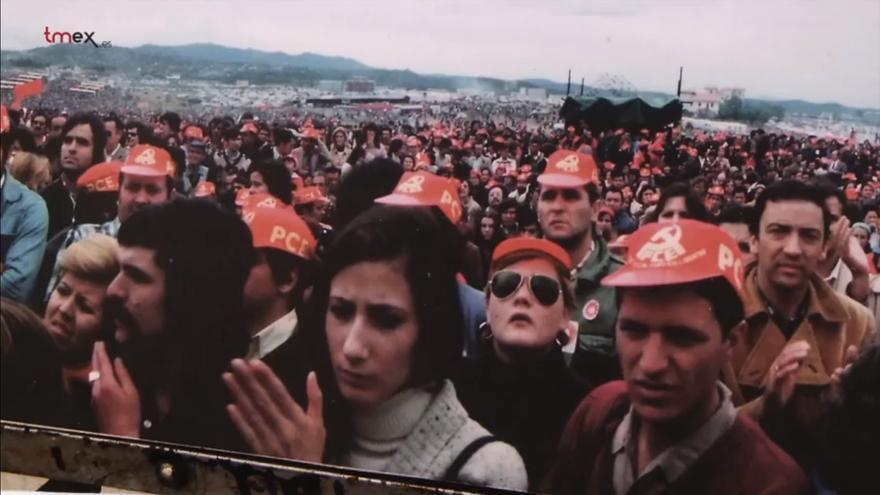 Fotografía tomada en una manifestación del PCE en 1977. | MANUEL DE COS