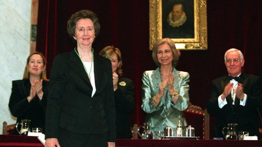 Acto de ingreso de Margarita Salas en la Real Academia Española, donde ocupó la silla i. 4 de junio de 2003