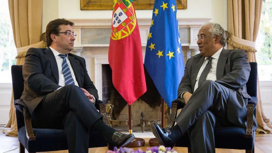 El presidente de Extremadura, Fernández Vara, con el primer ministro de Portugal, Antonio Costa