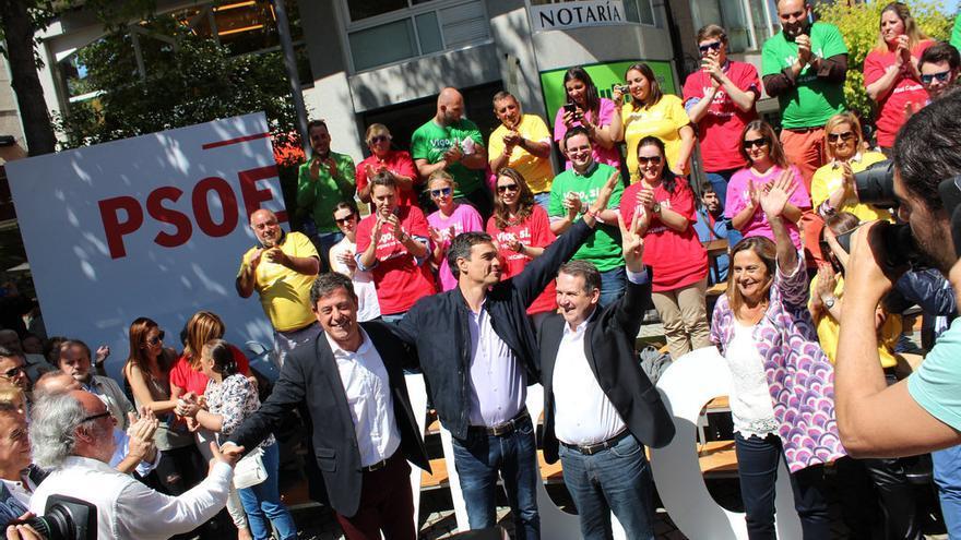 Besteiro, Pedro Sánchez y Caballero, en un mitin de las municipales