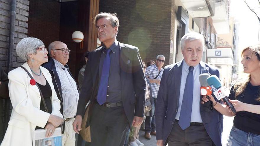 Políticos y militantes acuden a la sede del PSOE para despedir a Carme Chacón