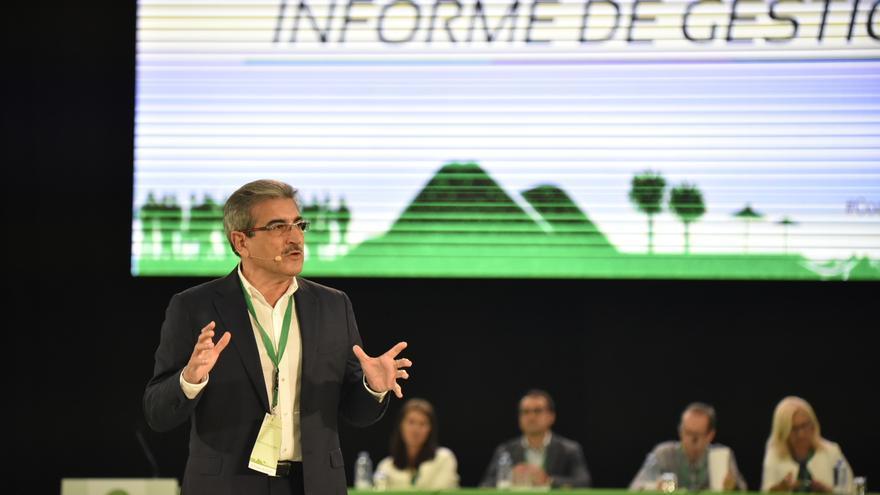 Román Rodríguez durante su intervención en el primer día del IV Congreso Nacional de Nueva Canarias.