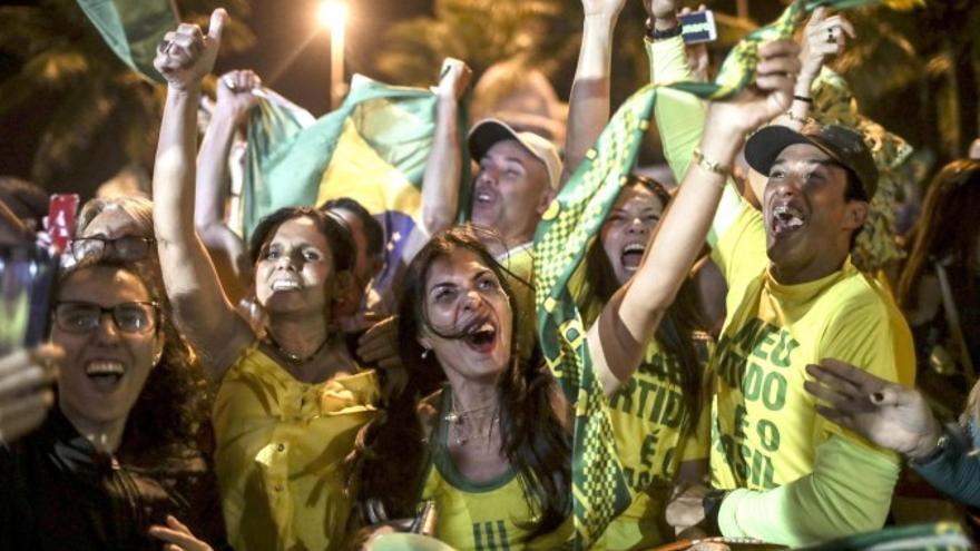 Simpatizantes de Jair Bolsonaro, presidente de Brasil. EFE/Antonio Lacerda