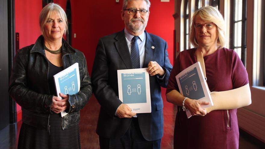 Mª Ángeles Millán (Cátedra de Igualdad), José Antonio Mayoral (rector) y Pilar Zaragoza (vicerrectora), en la presentación del estudio.