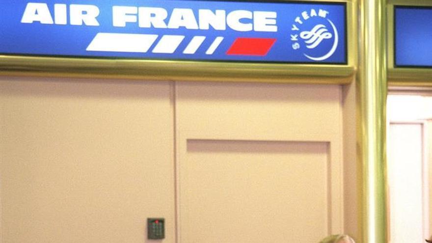 Compañías piden que la UE proteja a los pasajeros ante el paro de controladores franceses mañana